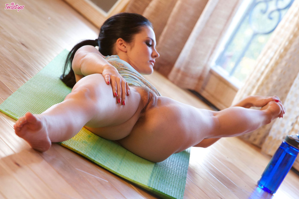 Порно гимнастки шпагат