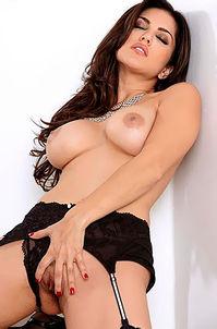 Sunny Leone In Sexy Black Lingerie