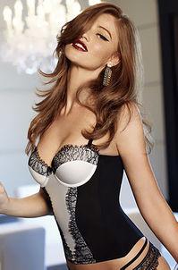 Brunette Babe Cintia Dicker Posing In Lingerie