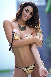 Vanessa Alvar Amazon